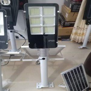 Đèn đường năng lượng mặt trời hình bàn chải 180w